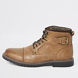 Hellbraune Military-Stiefel mit Schnürung und Schnalle