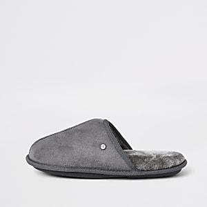 Chaussons-claquettes gris doublés de fausse fourrure