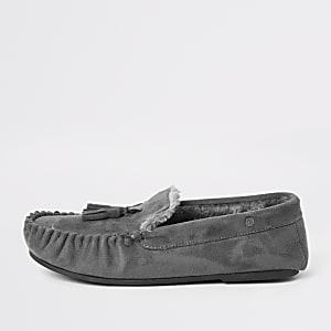Chaussons mocassins gris doublés en fausse fourrure