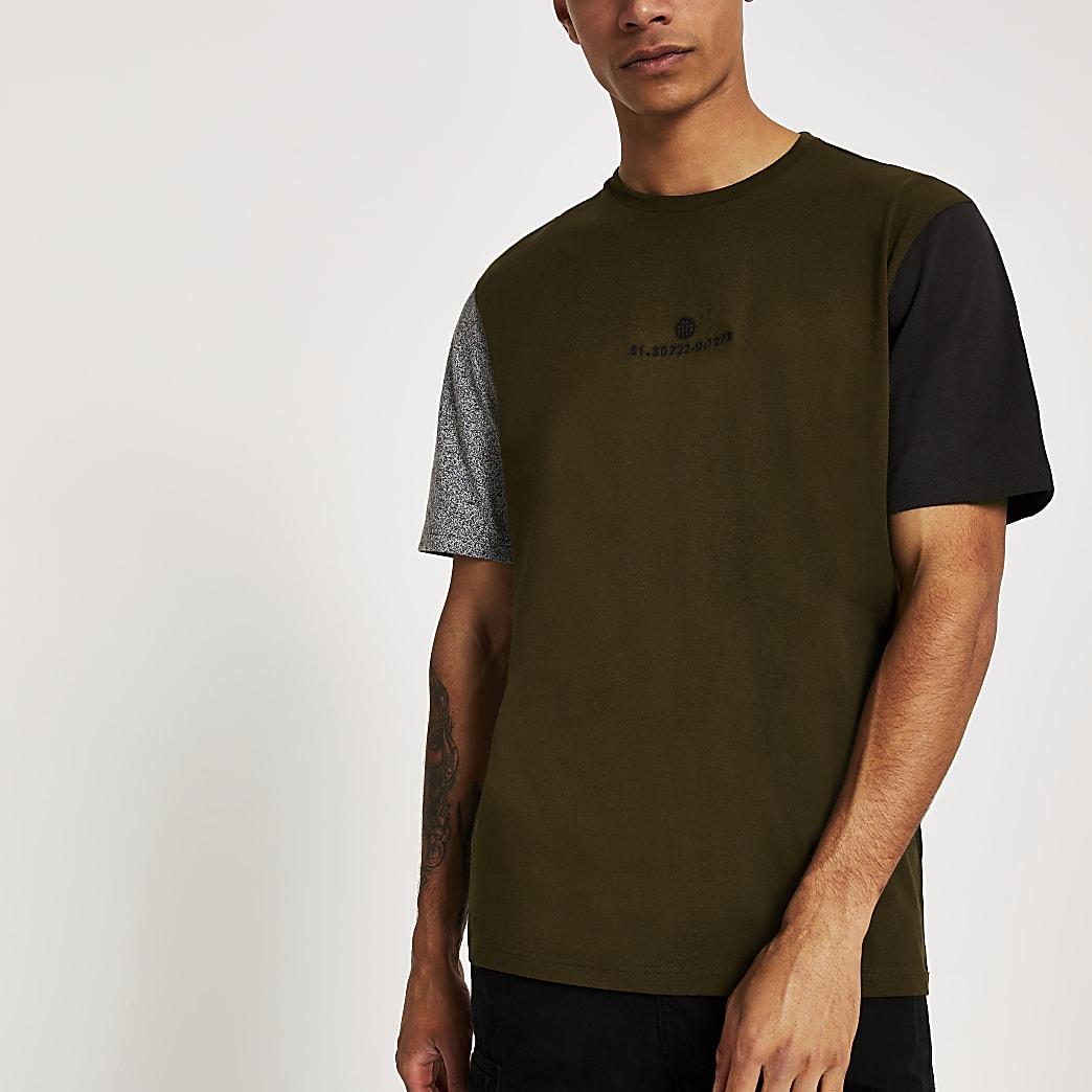T-shirt kaki avec manches courtes contrastantes