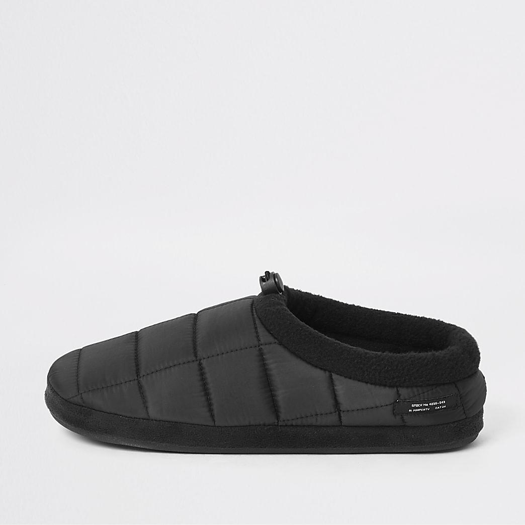 Zwarte gewatteerde pantoffels met fleece binnenvoering
