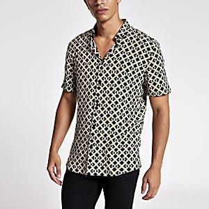 Zwart slim-fit overhemd met korte mouwen en geometrische print