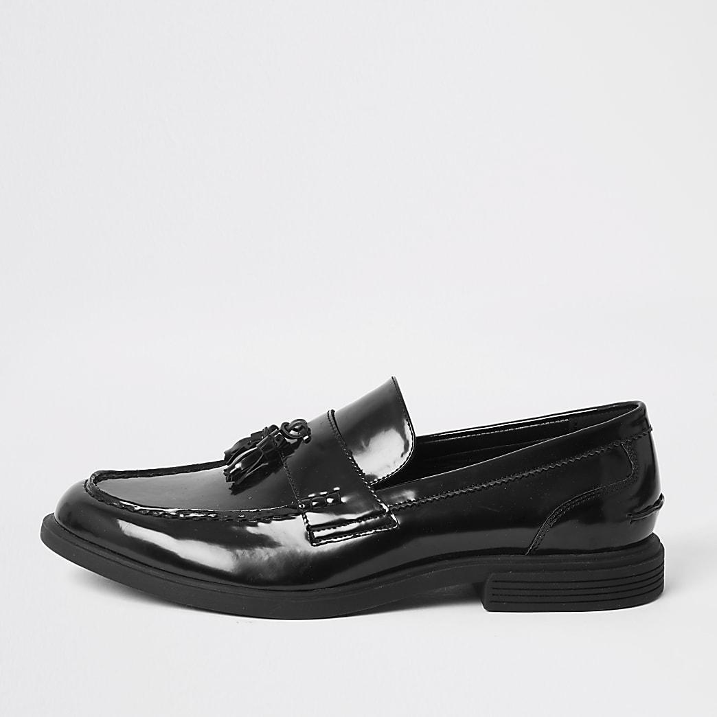 Schwarze, grobe Lack-Loafer mit Quaste
