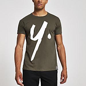 Year Dot – Dunkelgrünes T-Shirt mit Logo