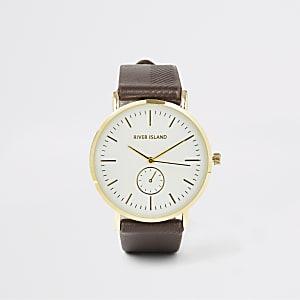 Bruin horloge met goudkleurige wijzerplaat en textuur