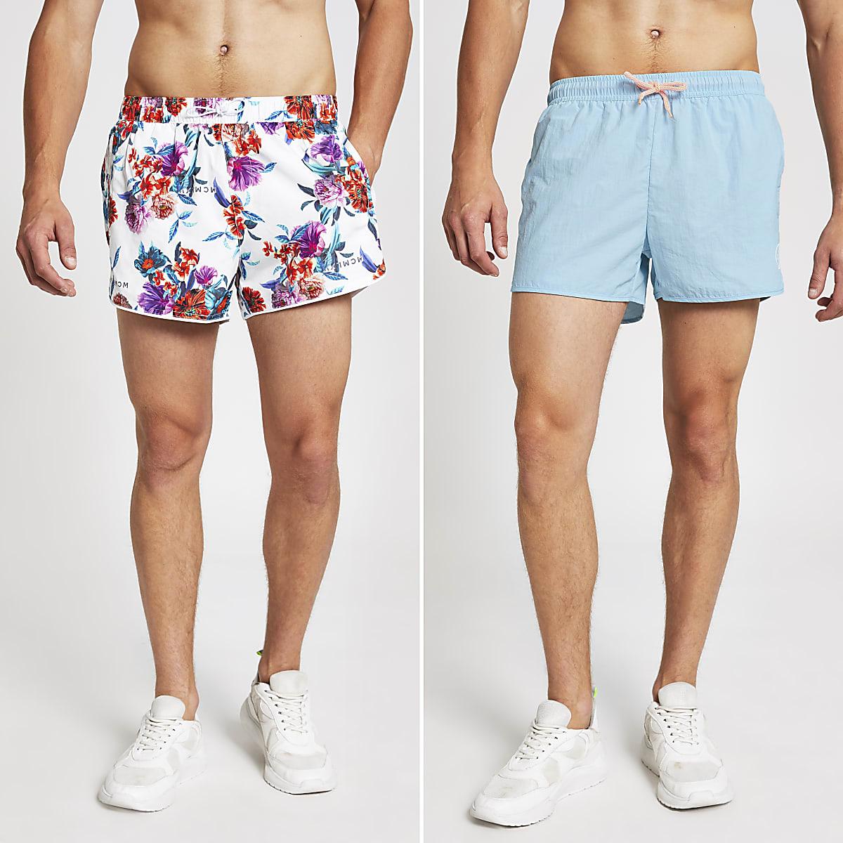 Lot de shorts de bain dont un bleu et un à fleurs