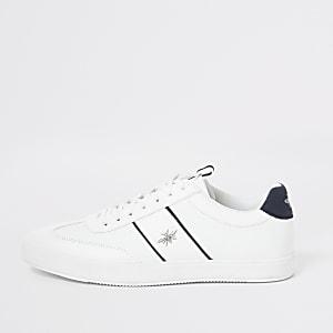 Witte vetersneakers met wesp