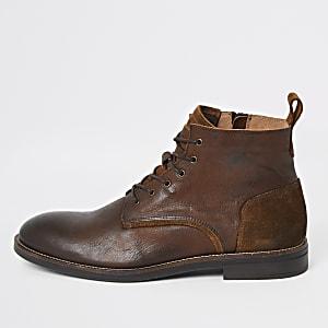 Bruine leren enkelhoge schoenen met veters