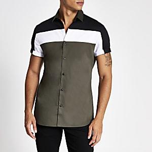 Kaki overhemd met korte mouwen en kleurvlakken