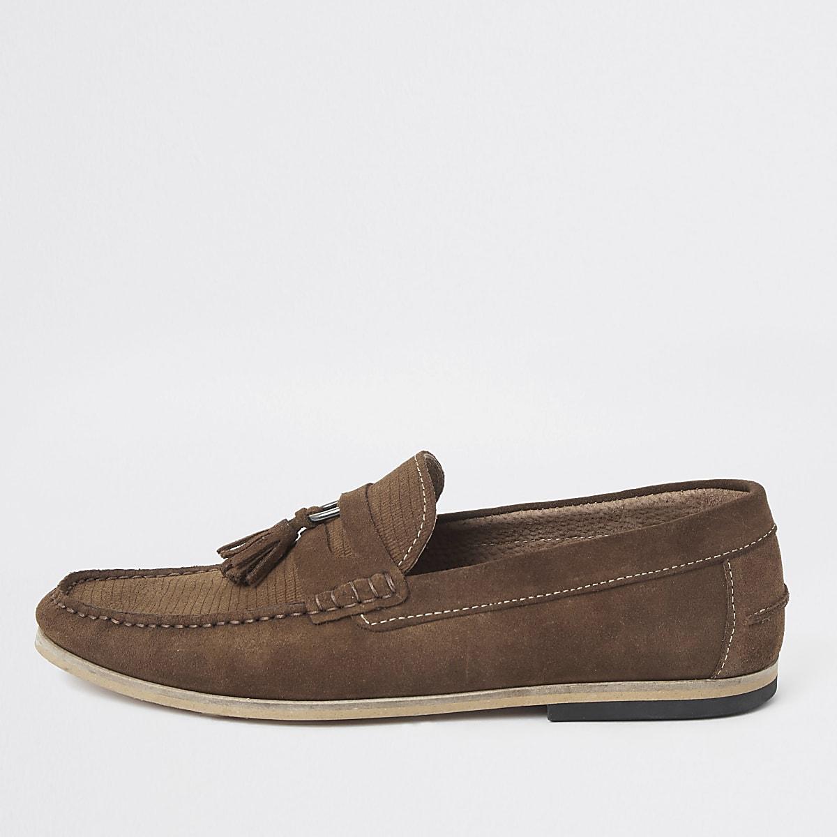 Bruine suède loafers met textuur en kwastjes