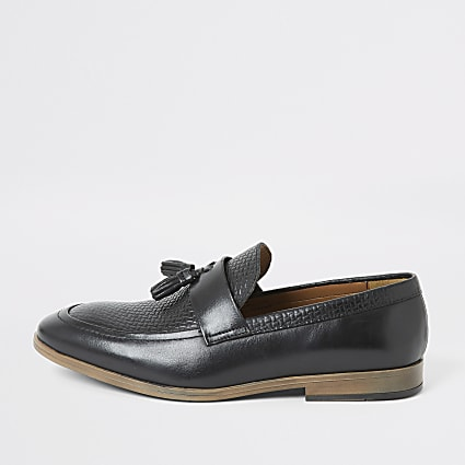 Black leather textured tassel loafers