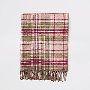 Roze geruite sjaal met kwastjes aan uiteinden