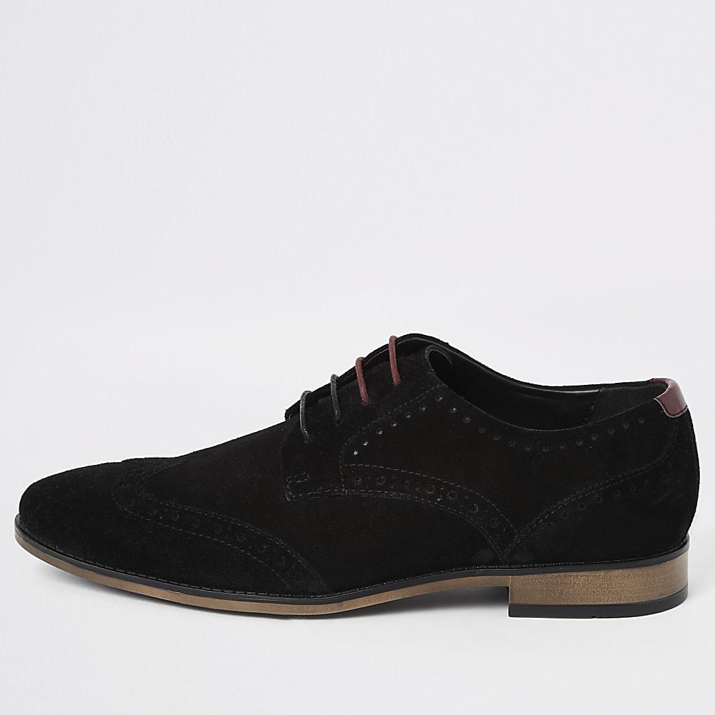 Zwarte suèdebrogues schoenen met vetersluiting en wijde pasvorm