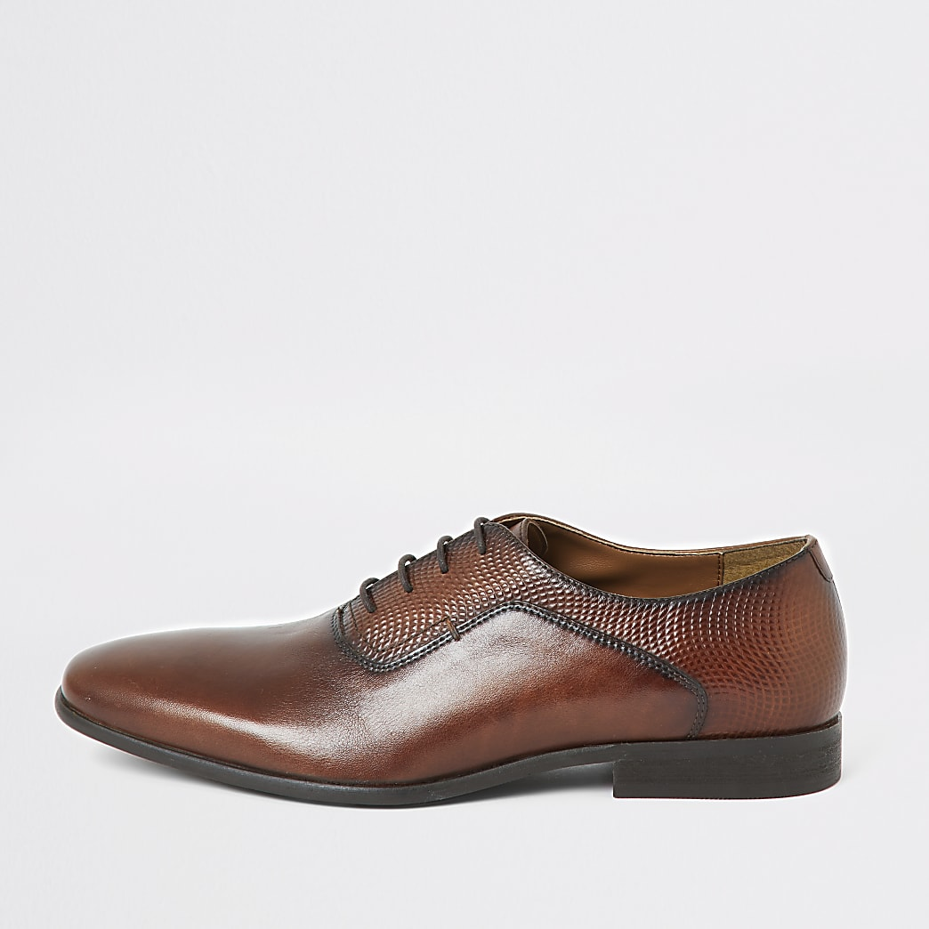 Brown leather embossed derby shoes