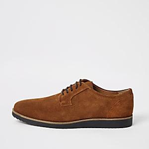 Chaussures derby en daim à semelle crantée marron