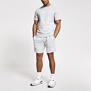 Graue, gestreifte Seersucker Slim Fit Shorts