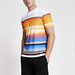 Slim Fit T-Shirt in Weiß mit Graffiti-Streifen