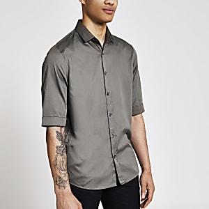 Khakifarbenes Regular Fit Satin-Hemd mit halblangem Ärmel