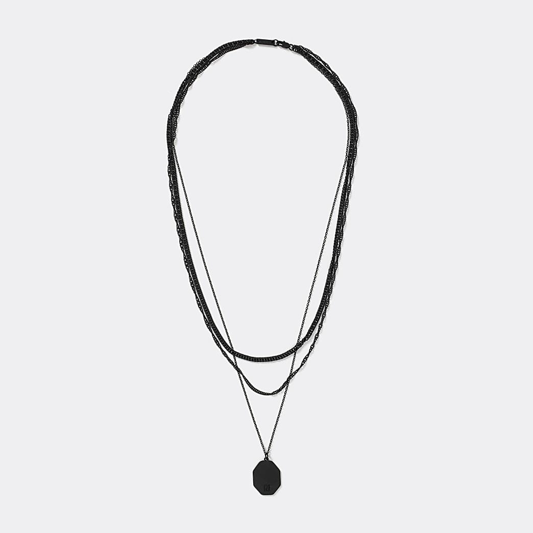 Collier multi-rangs noir avec pendentif plaque