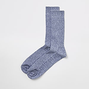 Chaussettes bleues en maille côtelée torsadée