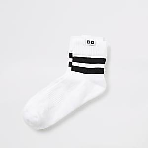 Weiß gestreifte Socken