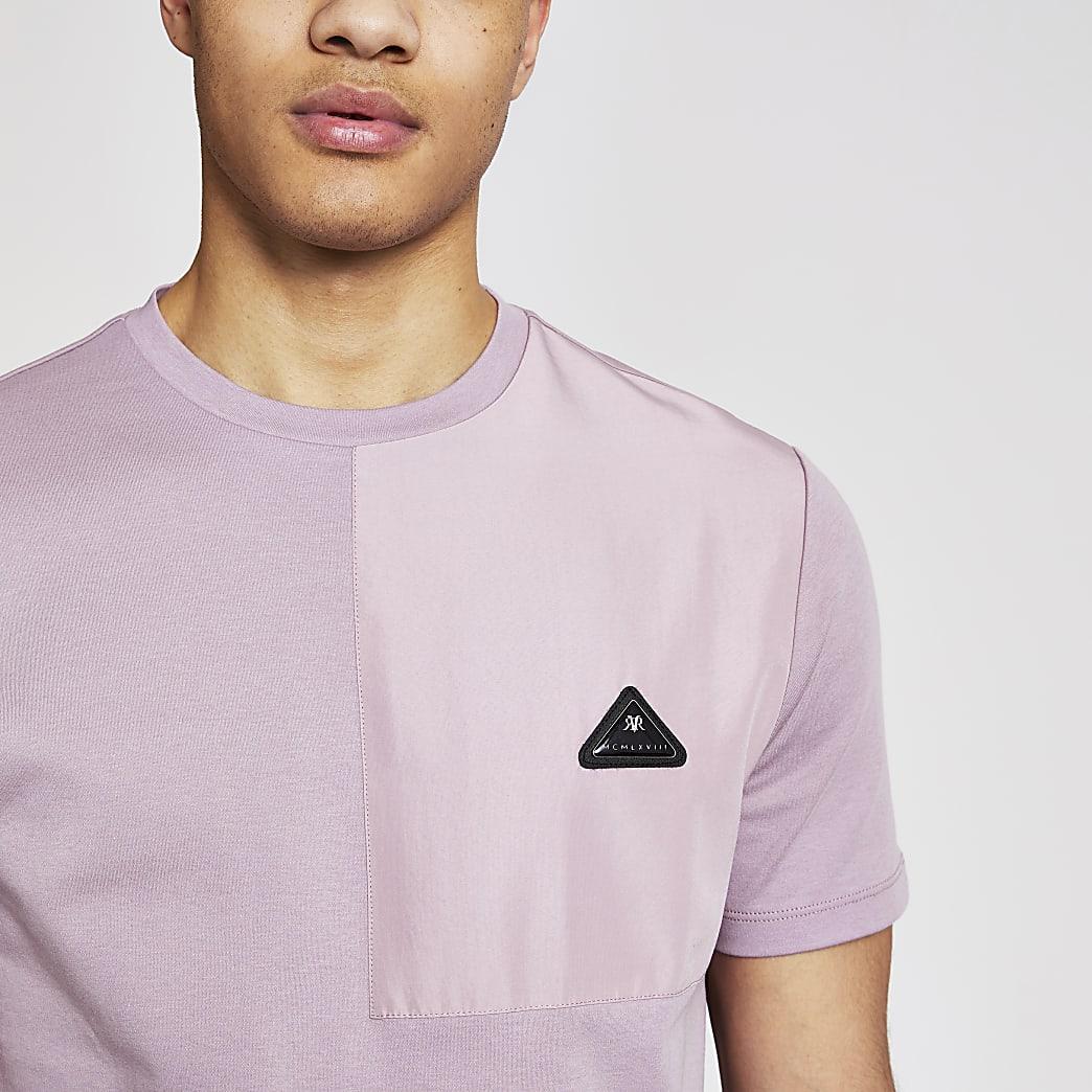 MCMLX – Lila T-Shirt im SlimFit mit Abzeichen in Kontrastfarbe