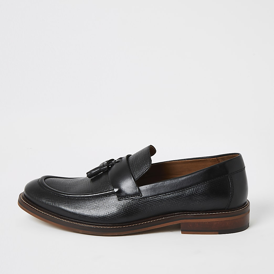 Black leather textured loafers