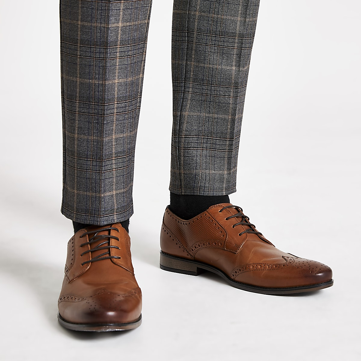 Brown leather embossed lace-up brogues