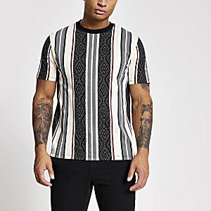 Slim Fit T-Shirt in Schwarz mit Azteken-Streifen