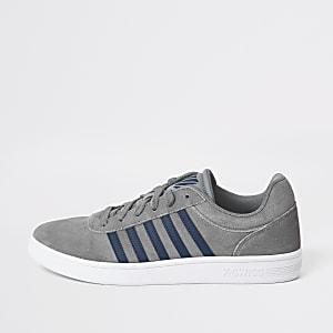 K-Swiss – Graue Sneaker aus Wildleder mit seitlichen Streifen