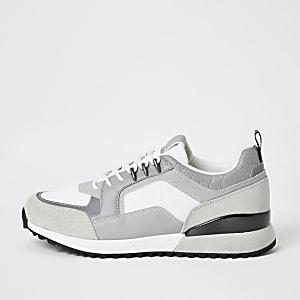 Graue RI-Sneaker mit Schnürung