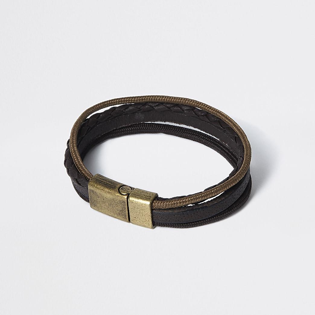 Bracelet en cuir marron à plusieurs tours de poignet