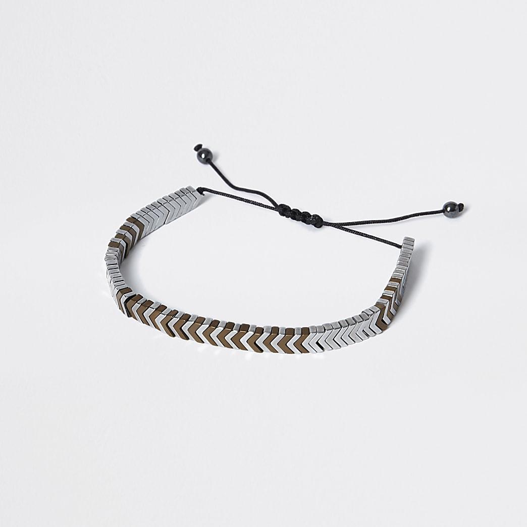 Zwarte armband met metalen kralen in pijlvorm