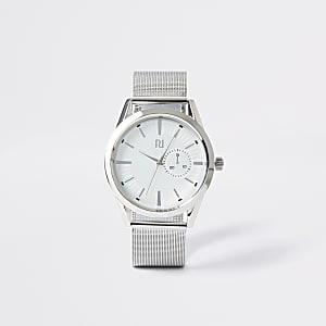Zilverkleurig horloge met ronde wijzerplaat en bandje van mesh