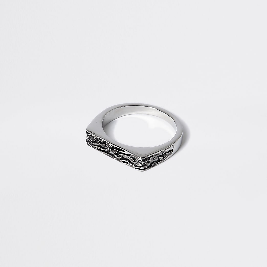 Silver colour engraved signet ring