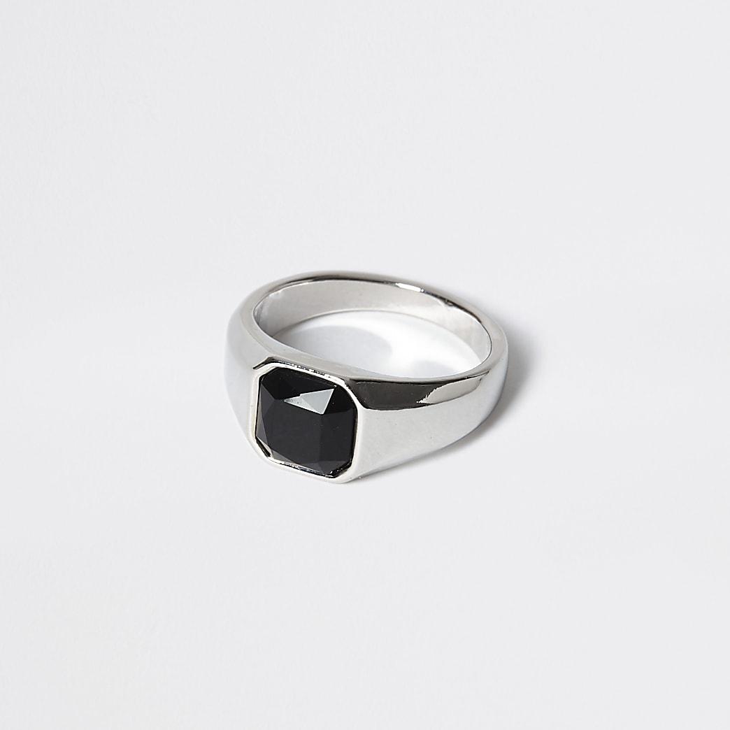 Chevalière argentée avec pierre noire