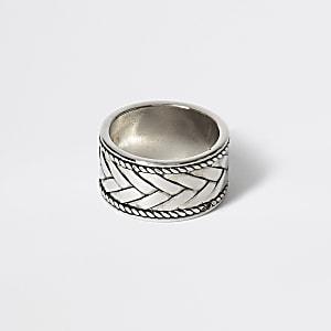 Zilverkleurige gegraveeerde stevige ring