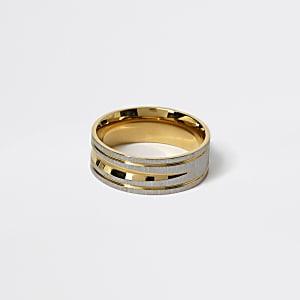 Goud- en zilverkleurige ring met textuur