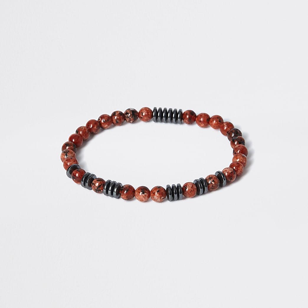 Armband met rode stenen kraaltjes