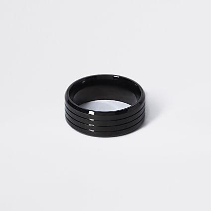 Black ridged ring