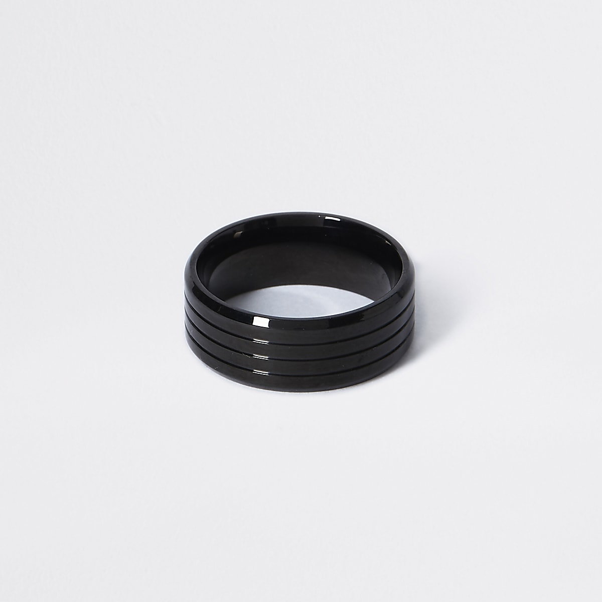 Black ridged ring