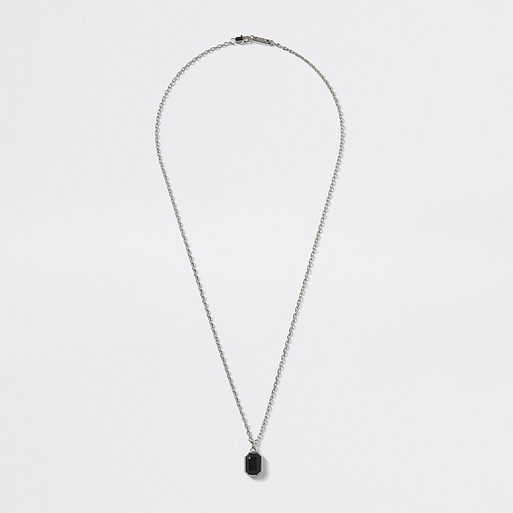 Collier argenté avec pendentif bijou