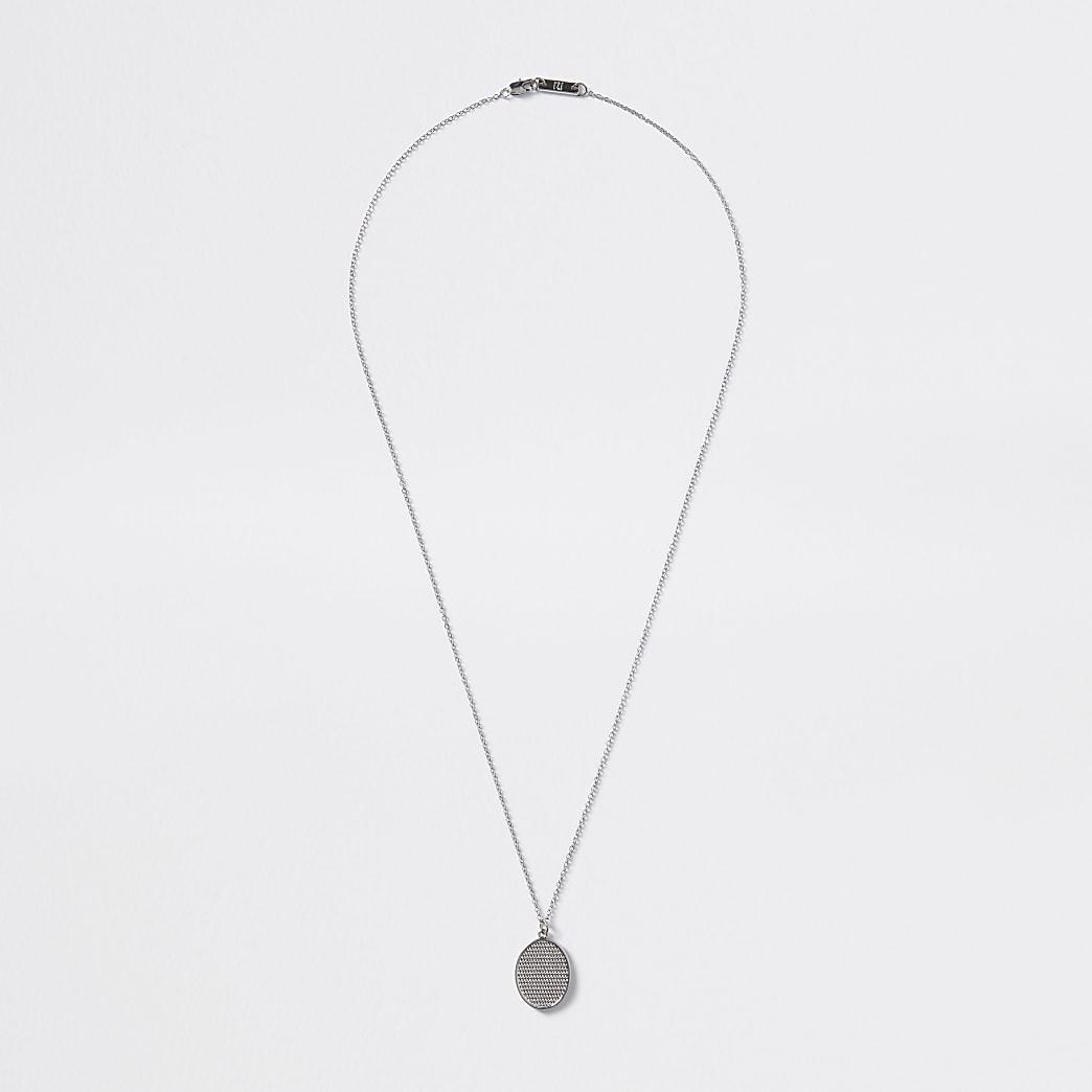 Collier argenté avec pendentif ovale texturé