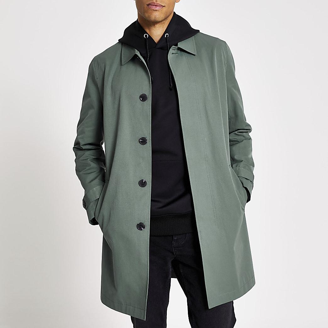 Manteau imperméable bleu moyen avec boutons non visibles