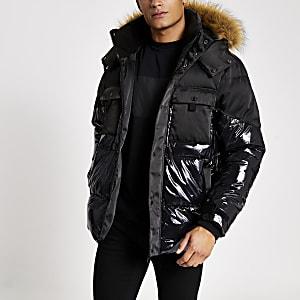 Zwart glanzend gewatteerd jack met capuchon