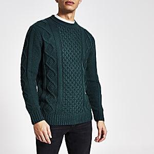 Dunkelgrüner Pullover mit Zopfstrickmuster und Rundhalsausschnitt