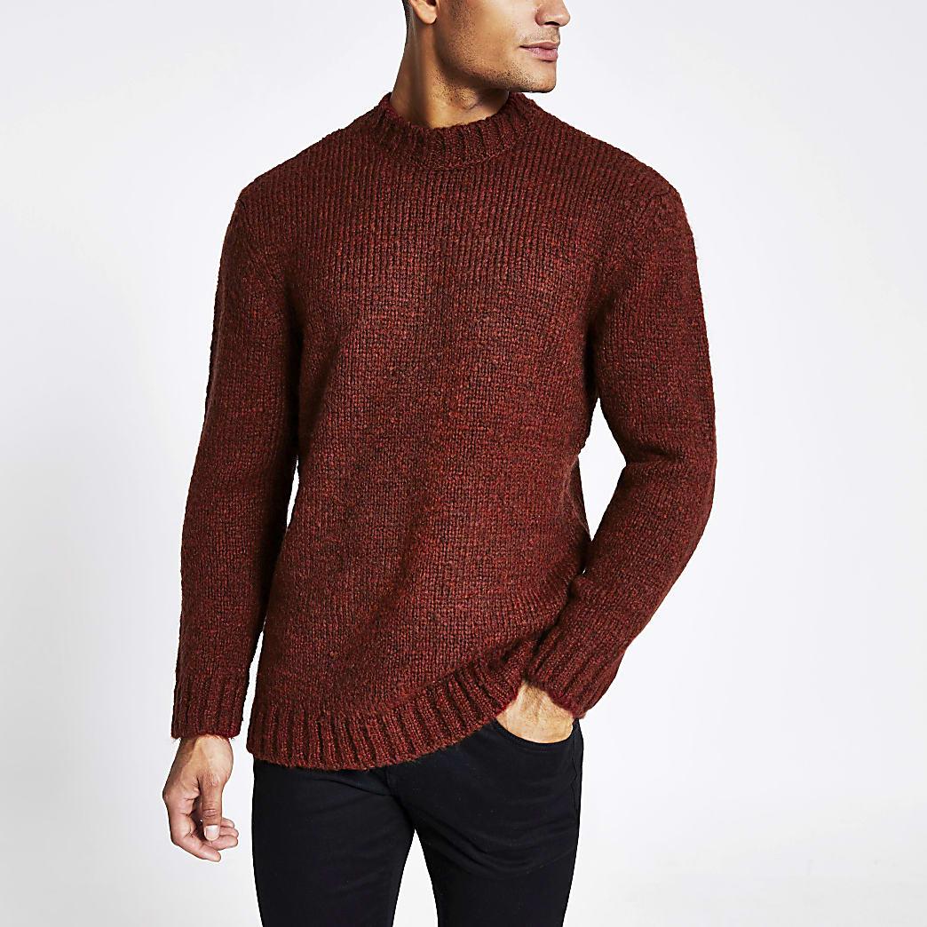 Roestkleurige gebreide trui met lange mouwen en standaard pasvorm