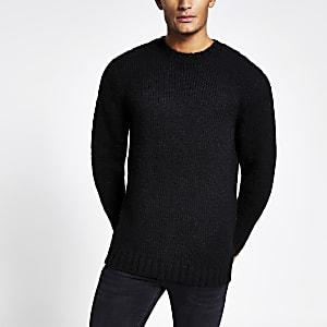 Zwarte gebreide trui met lange mouwen en standaard pasvorm
