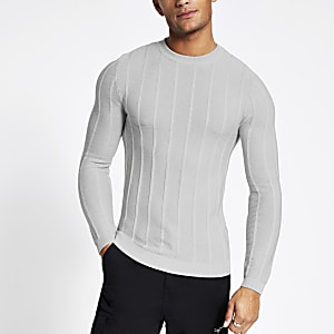 Grauer Muscle Fit Pullover im Rippenstrick