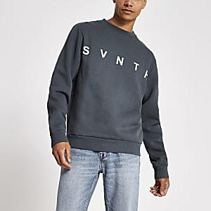 Blauw sweatshirt met ronde hals en Svnth-borduursel